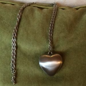 Jewelry - Heart necklace.